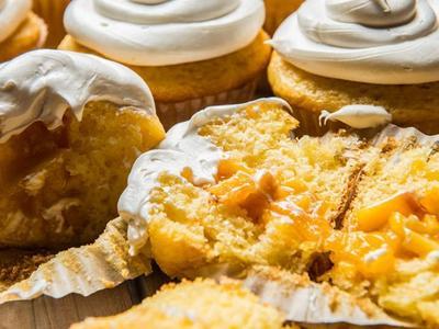 Baked Peach Cobbler Cupcakes Recipe