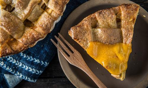 Baked Apple Pie with Cheddar Cheese