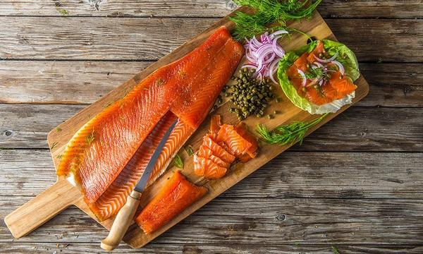 Cold-Smoked-Salmon-Gravlax_Traeger-Wood-Pellet-Grills_RE_HE_M