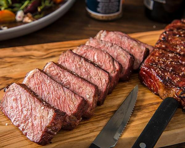 Wie man Sear Steak rückwärts anbrätimage