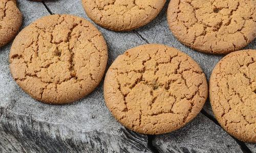 Gingersnaps with Bacon