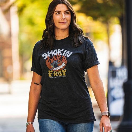 traeger-b4bc-shirt-female-lifestyle-002
