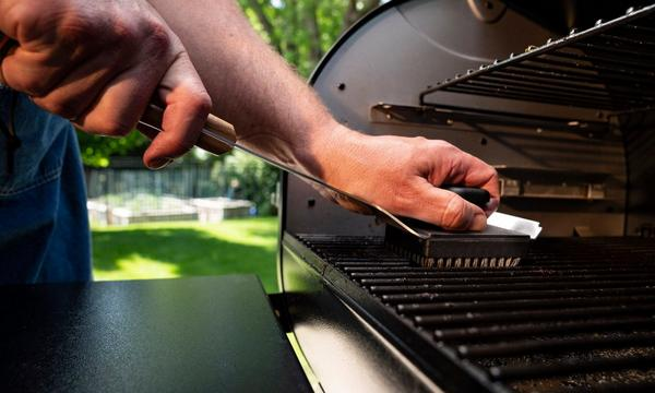 traeger-bbq-cleaning-brush-lifestyle-2