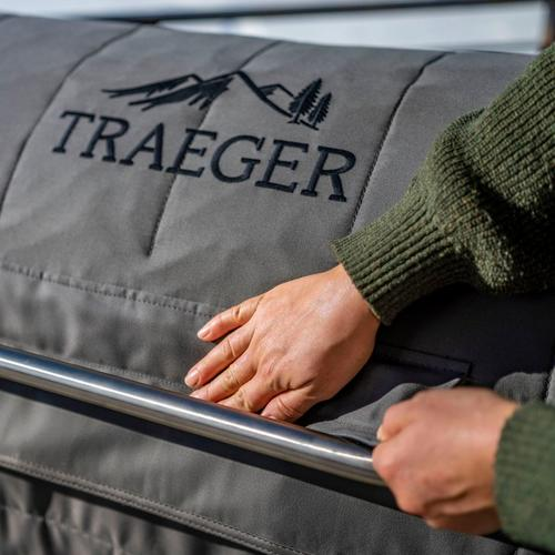 traeger-insulation-blanket-pro-34-lifestyle-close