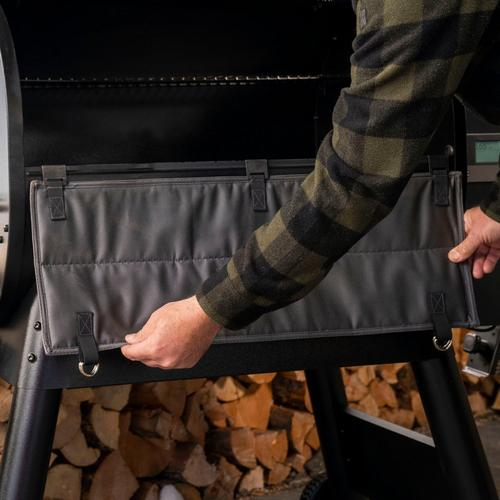 traeger-insulation-blanket-pro-780-lifestyle-close