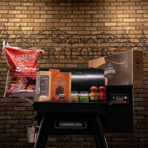 traeger-ironwood-650-bundle-lifestyle