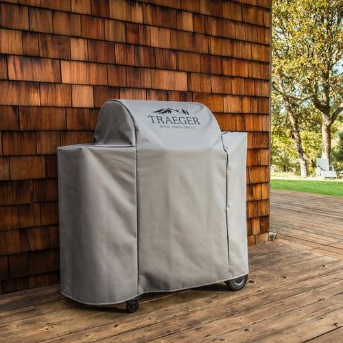 traeger-ironwood-650-full-length-grill-cover-lifestyle