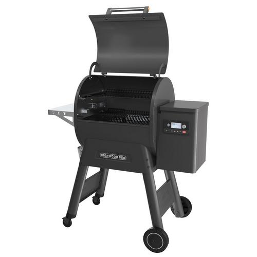 traeger-ironwood-650-pellet-grill-lid-open-right