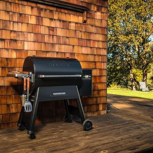 traeger-ironwood-885-pellet-grill-lifestyle-front-angle