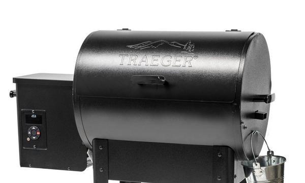 traeger-jr-20-arc-controller-grill-(costco)-studio-angle-right