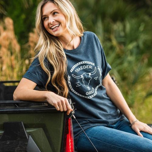 traeger-longhorn-tshirt-lifestyle-women-1