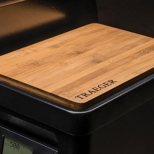 traeger-magnetic-bamboo-cutting-board-close-up