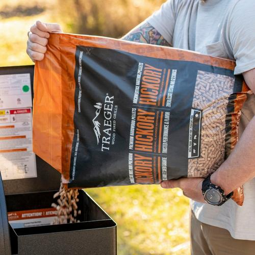 traeger-new-int-hickory-pellets-pour