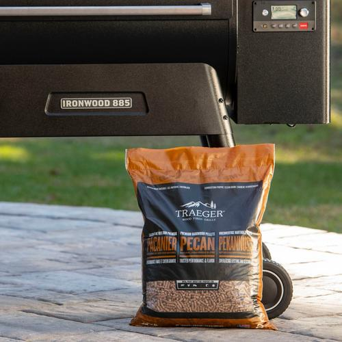 traeger-new-int-pecan-pellets-lifestyle