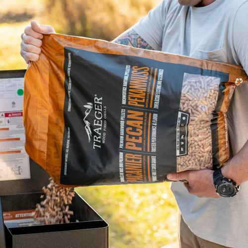 traeger-new-int-pecan-pellets-pour