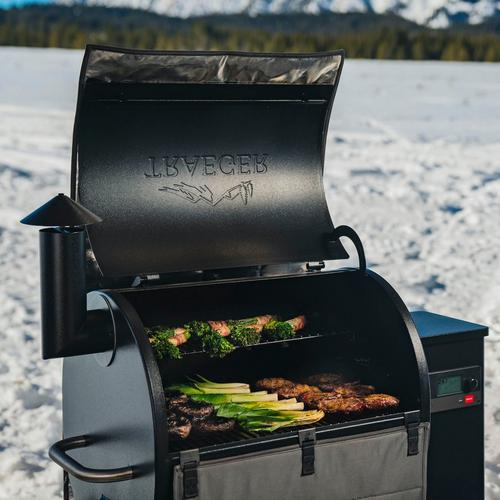 traeger-pro-575-winter-food-close-up