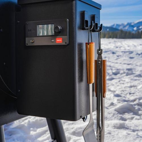 traeger-pro-575-winter-lifestyle-controller
