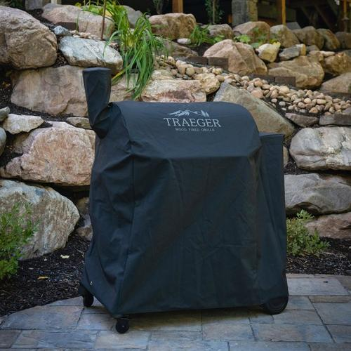 traeger-pro-780-full-length-grill-cover-lifestyle