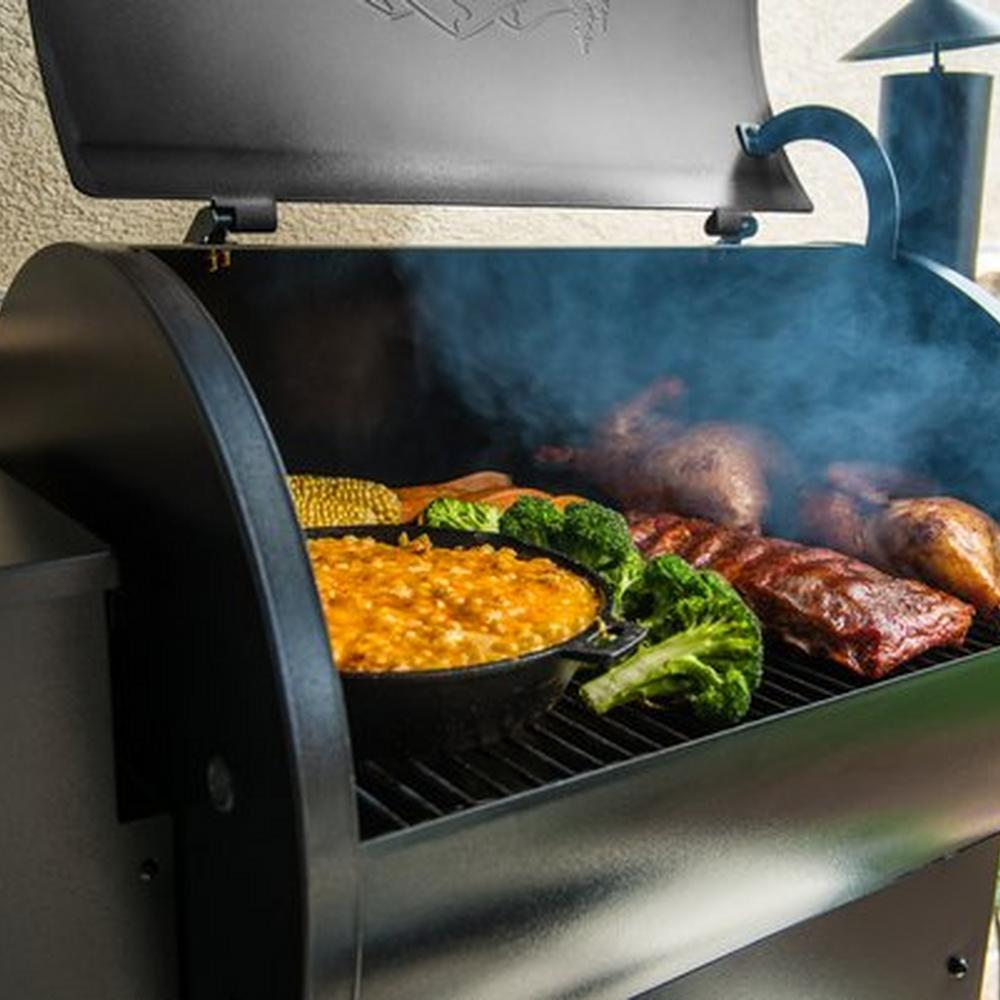 traeger-pro-series-22-pellet-grill-bronze-lifestyle-food-close