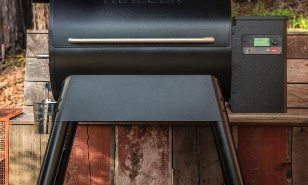traeger-pro-series-780-pellet-grill-lifestyle-front