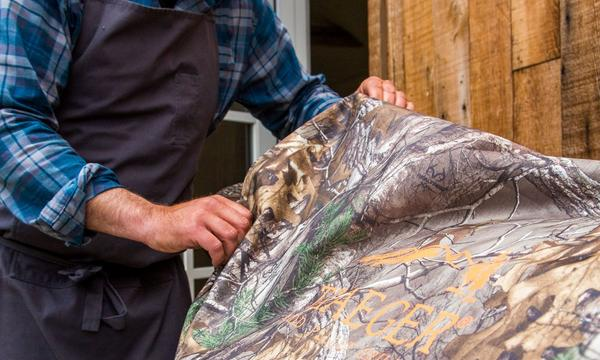 traeger-realtree-20-series-grill-cover-lifestyle