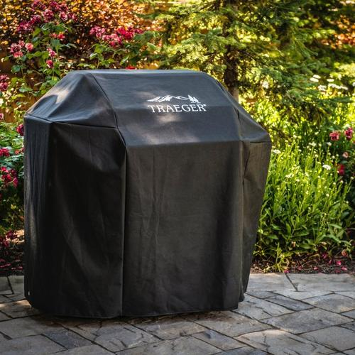 traeger-silverton-full-length-grill-cover-lifestyle