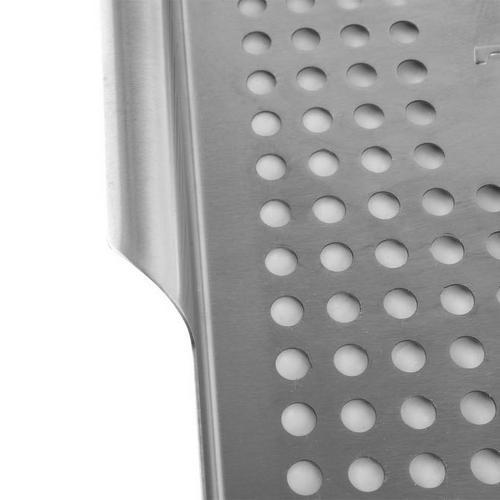 traeger-stainless-grill-basket-studio-detail