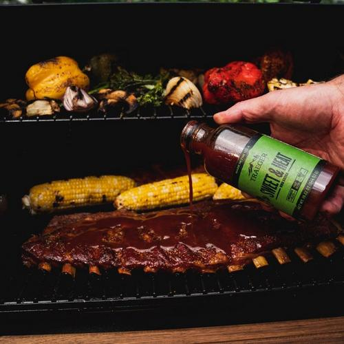 traeger-sweet-&-heat-bbq-sauce-lifestyle-pouring