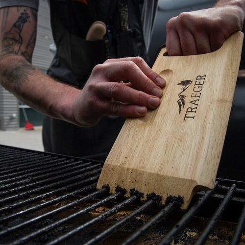 traeger-wooden-grill-grate-scraper-lifestyle