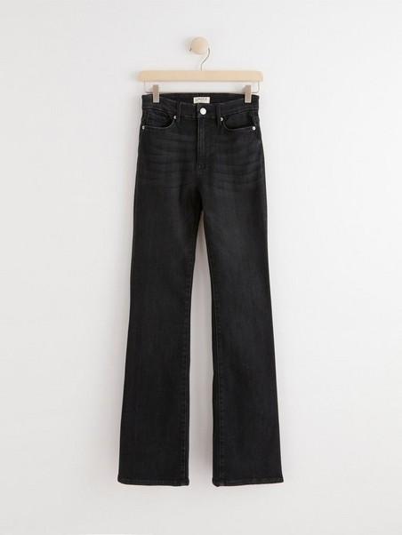 MIRA Curve super stretch flared jeans