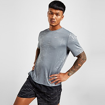 Nike Run Division Embossed T-Shirt