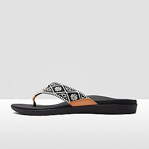 0efebeb561e REEF ORTHO-BOUNCE WOVEN SLIPPERS ZWART/WIT DAMES