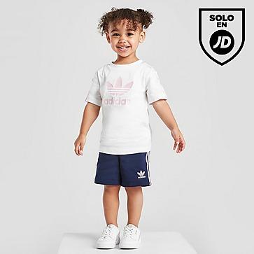 adidas Originals conjunto camiseta/pantalón corto Tristripe para bebé