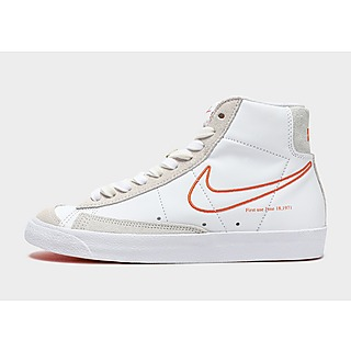 Nike รองเท้าผู้หญิง Blazer Mid '77 Se