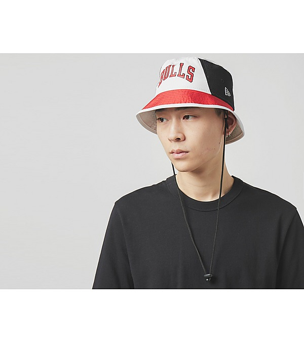 red-new-era-bulls-bucket-hat