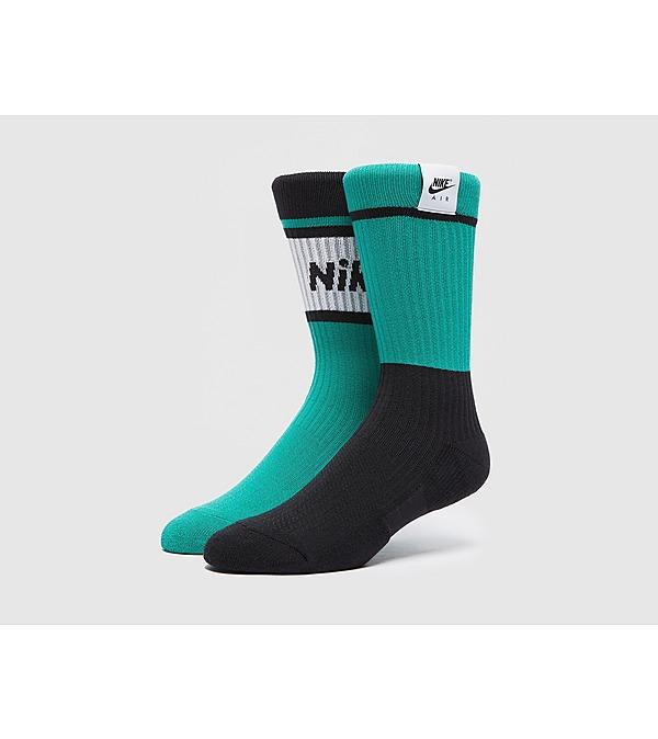 white-nike-air-sneaker-sox-crew-socks