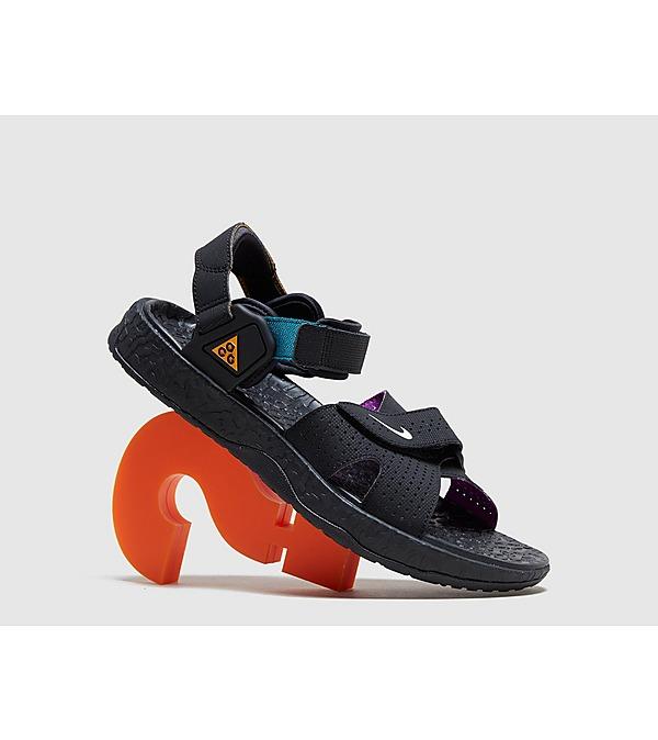 black-nike-acg-deschutz-sandal-qs