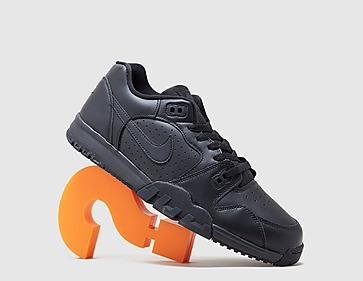 black-nike-cross-trainer-low
