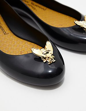 1074dca6c3 ... Melissa x Vivienne Westwood Love 21 Bee Pumps